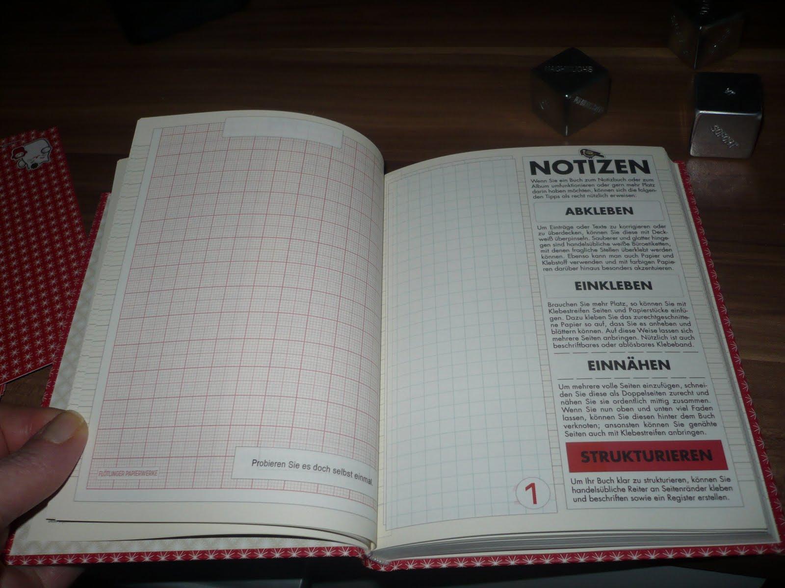 Foto vom Lily Lux Notizbuch mit der Seite, auf der erklärt wird, wie man das Buch bearbeitet, Sachen einklebt, Seiten einnäht oder ein Register erstellt