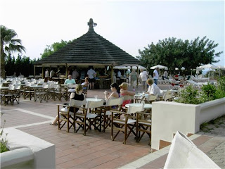 Бар и площадка для представлений Belvedere Royal and Imperial hotels 4*