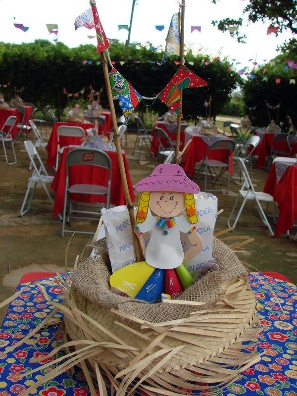 Vejam como ficou marcante os centros de mesas dos convidados.... Chapeu de  palha+juta+noivinha+pipoca+ CRIATIVIDADE!!! 8a48919b3ff