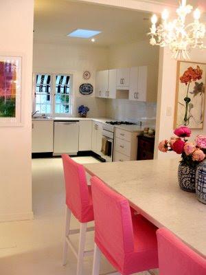 sala de jantar com tons em rosa