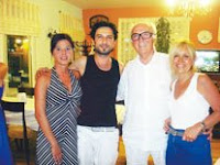 Tarkan photographed with guests at famous local restaurant in Cesme