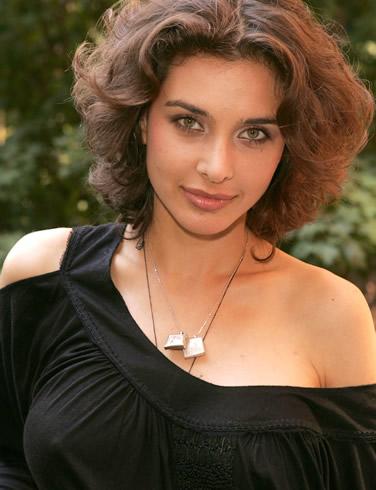 lisa ray hot boobs