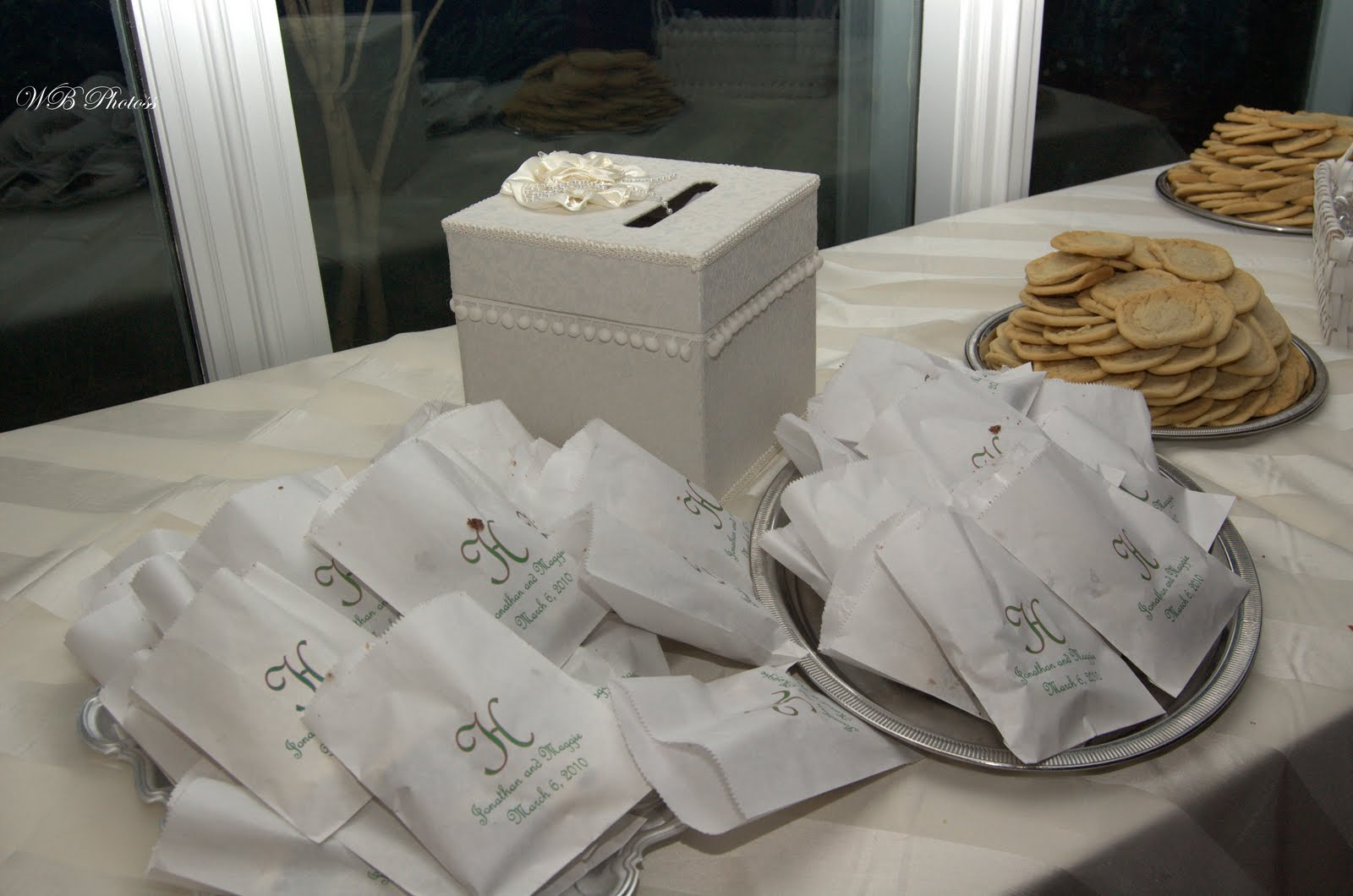Here S An Old Trend That Is Making A Reearance The Wax Lined Cake Bags For Guests To Take Leftover Home At End Of Night