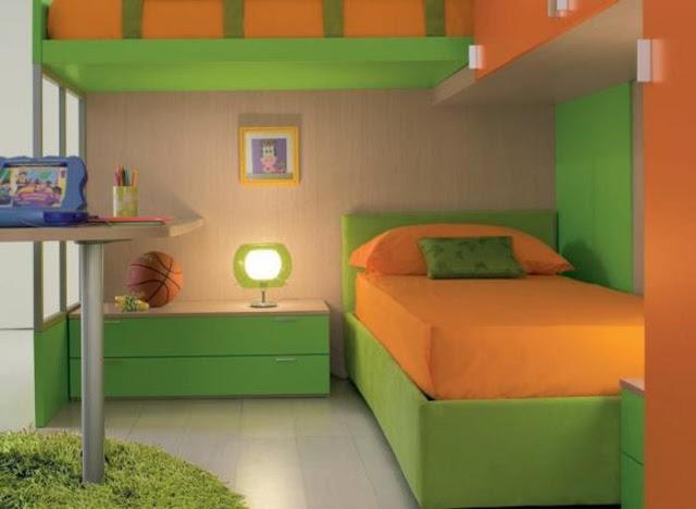 Dormitorio infantil en verde naranja y madera de color claro by - Cocinas con colores vivos ...