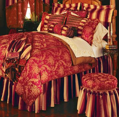 Cojines en la cama y dormitorios lujosos con muchas - Cojines cama matrimonio ...