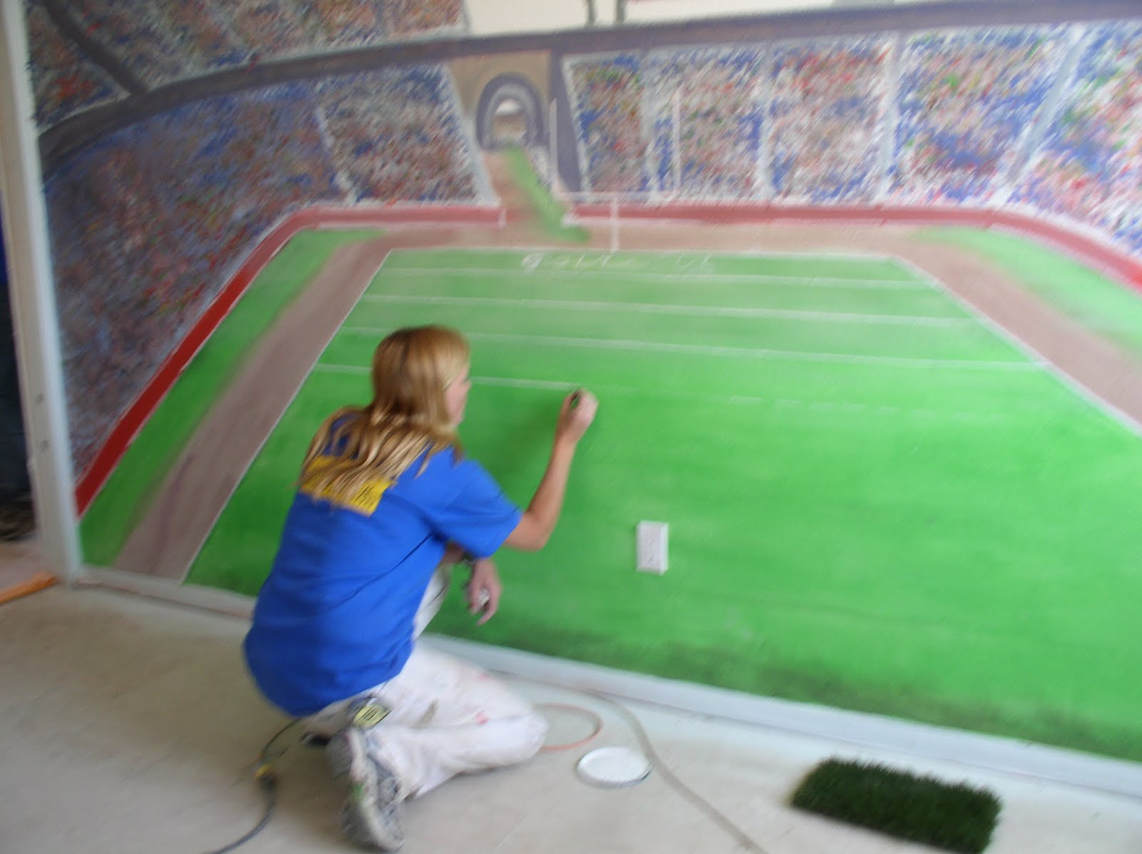The imbriani house de extreme makeover reconstrucci n for Decoracion de cuartos de ninos de futbol