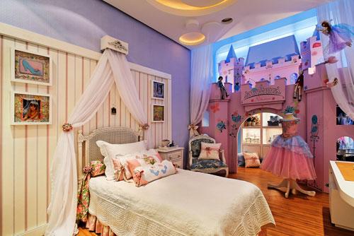 Dormitorios de princesas con castillo for Dormitorios para 3 ninas