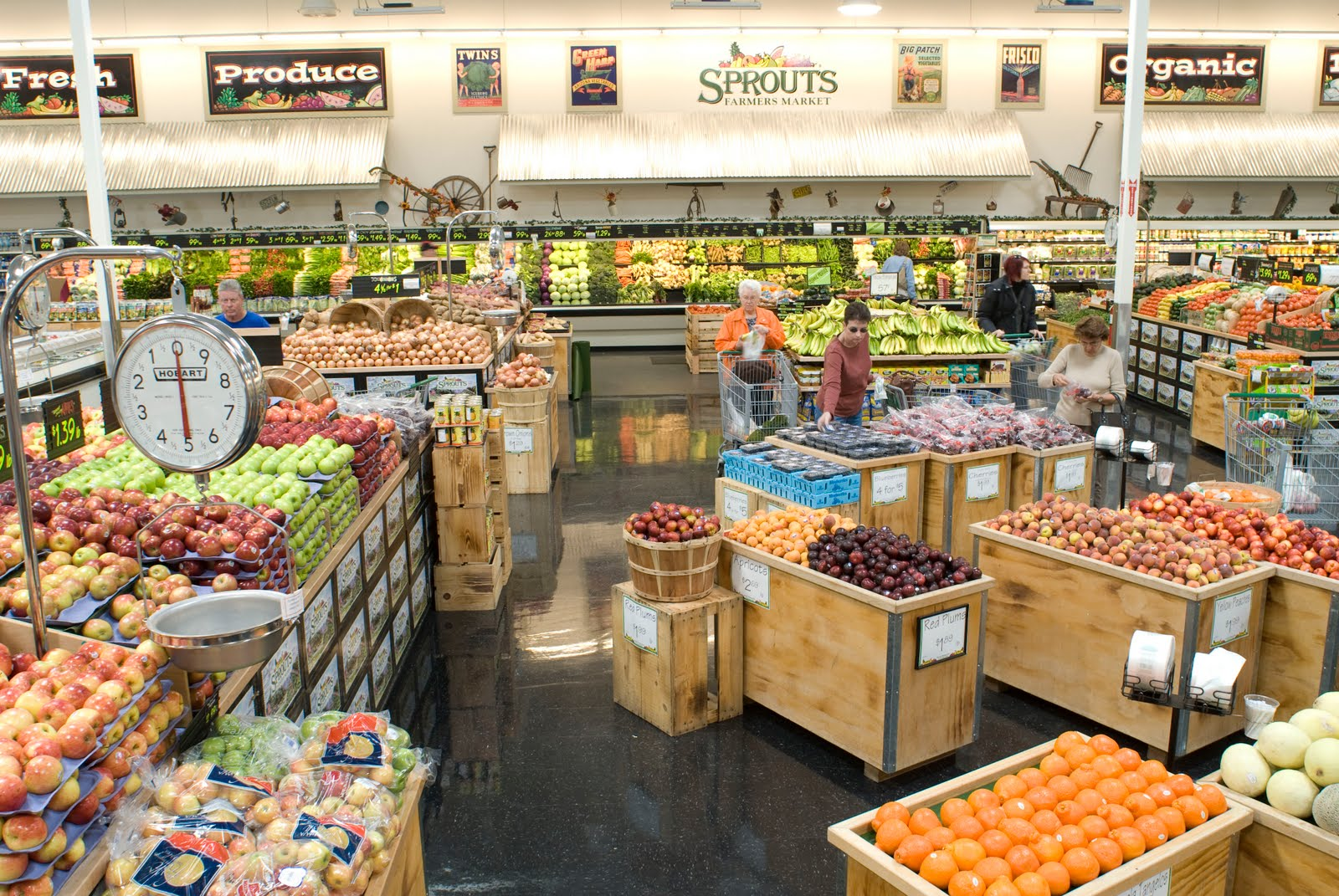 Fresh & Easy Buzz: Sprouts Farmers Market Opens First