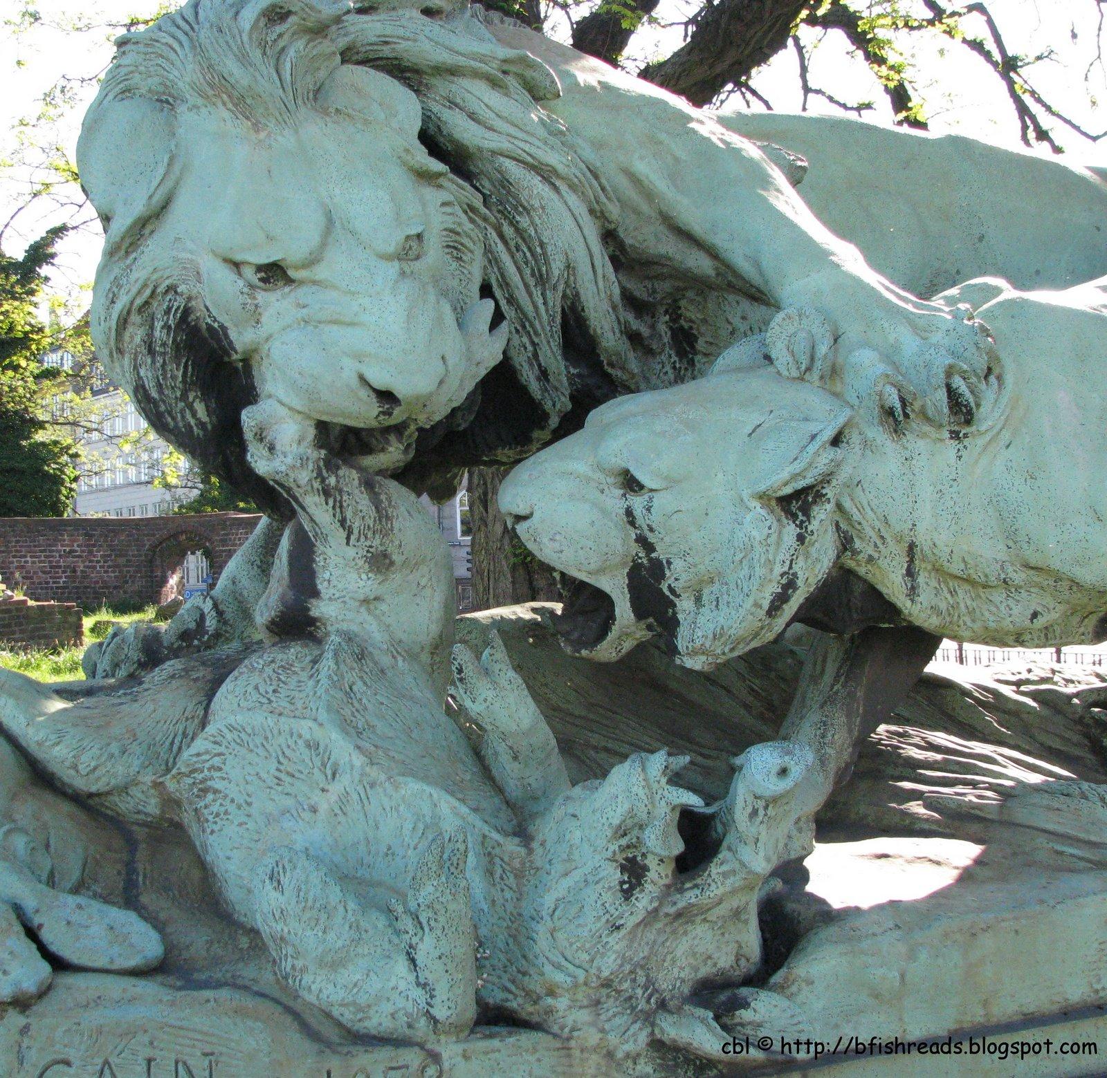 [lion+statue+cope.jpg]