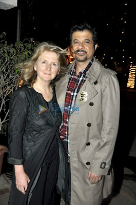 Sally Potter meets Anil Kapoor and Sushmita on the sets of No Problem photo