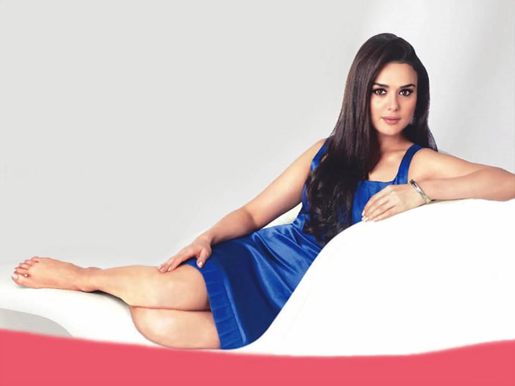 Bollywood Actress World Original Cute Preity Zinta -4084