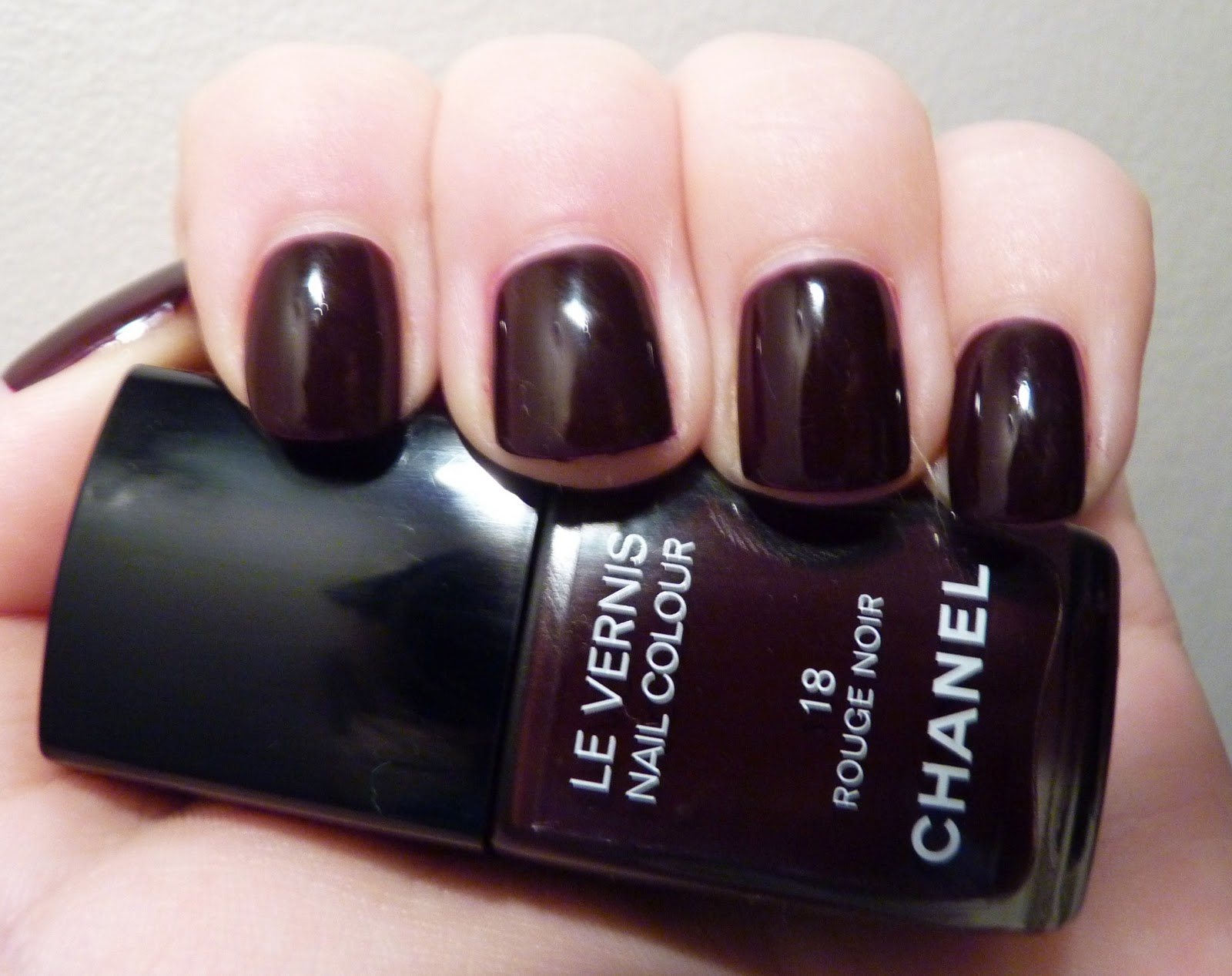 mains vernis rouge