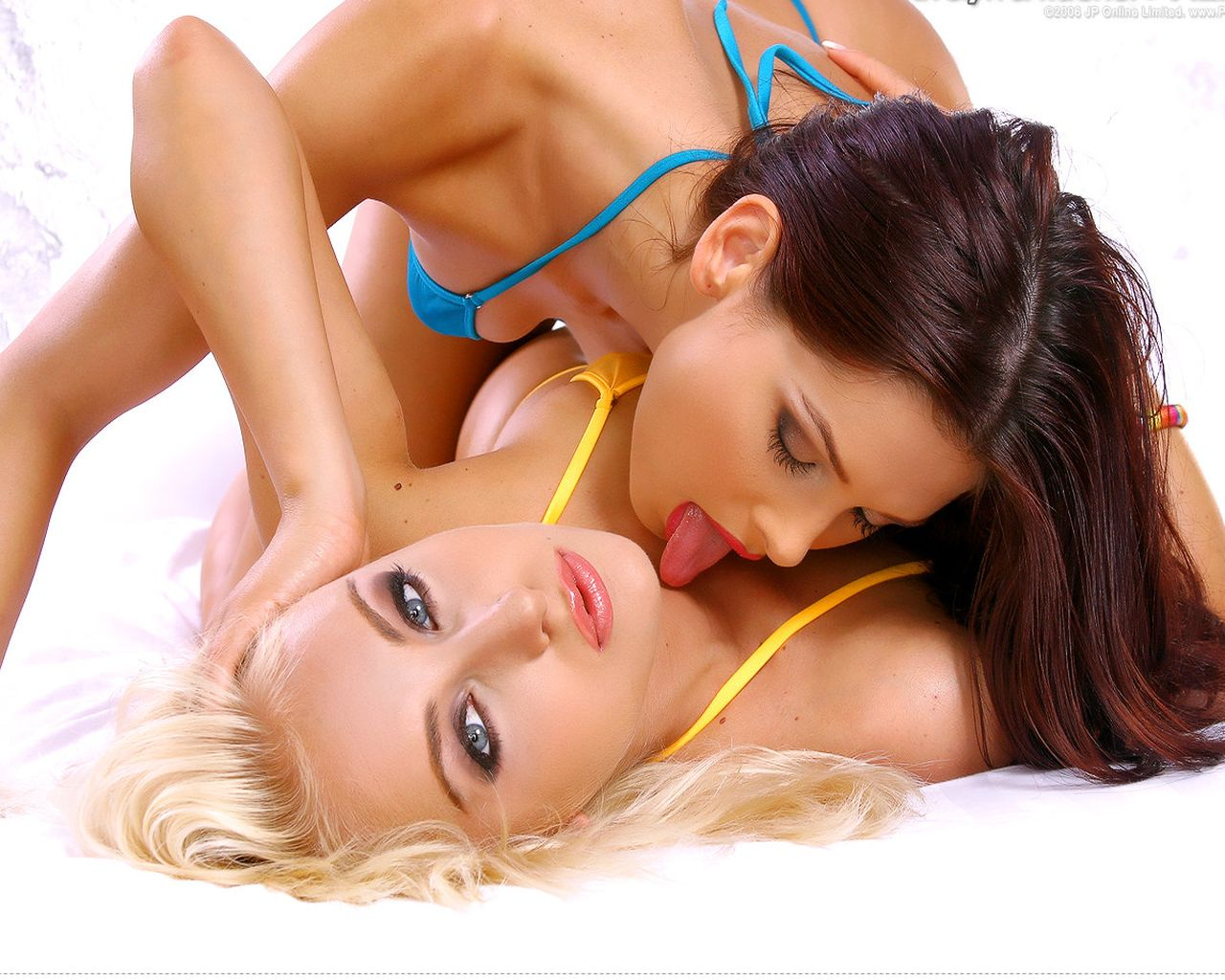 hot girls kiss HD wallpaper