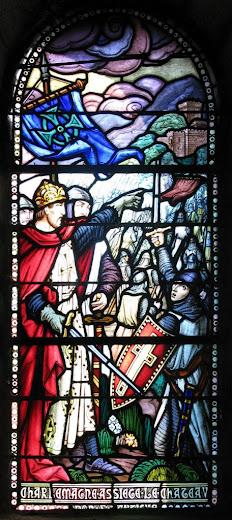 O imperador Carlos Magno manda tomar a fortaleza moura de Lourdes, vitral na capela do castelo