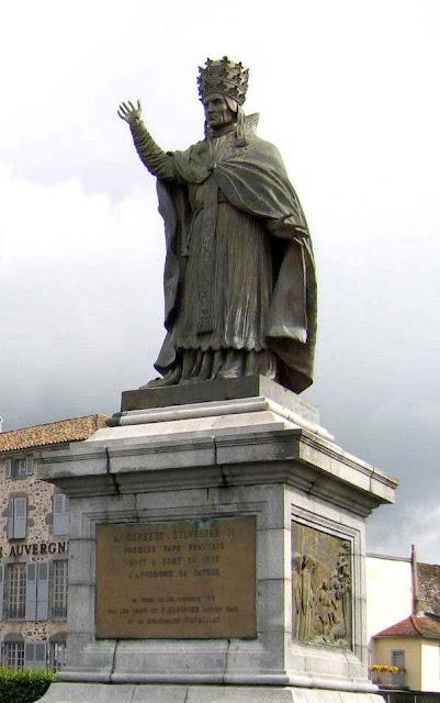 Monumento ao Papa Silvestre II, Aurillac, França