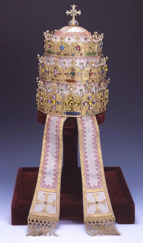 Tiara do Beato Pio IX, doada pela Bélgica