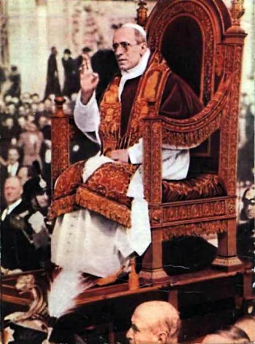 Papa Pio XII na Sedia gestatoria, Praça de São Pedro