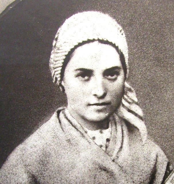 Santa Bernadette, jovem camponesa de Lourdes