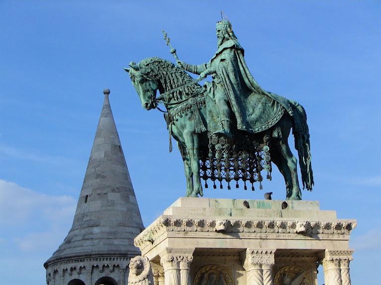 Santo Estevão I Confessor (967-1038), rei e apóstolo da Hungria. Estátua em Budapest