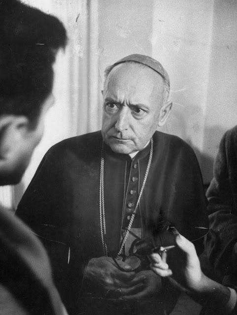 Cardeal Mindszenty então preso na legação americana de Budapest, 1956