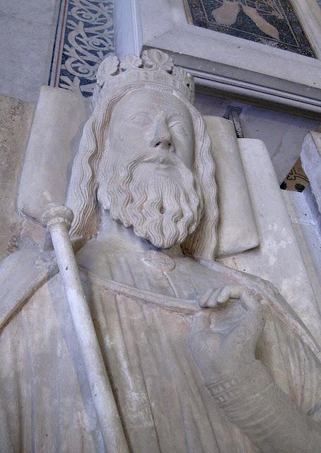 Clovis I, gissant em Saint Denis, Paris Túmulo de Clóvis, Saint-Denis