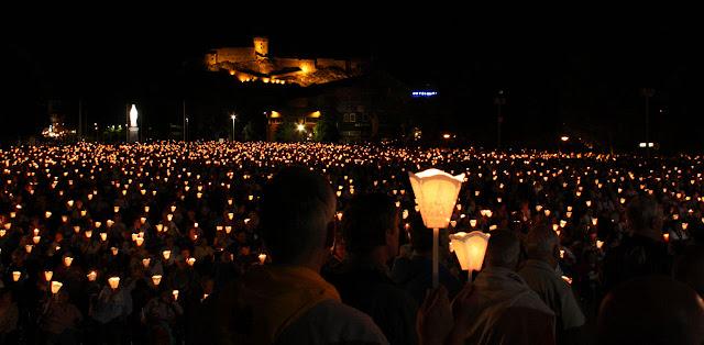 Lourdes, procissão das velas, ©Fr Lawrence OP