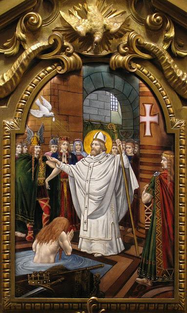 Sobre o túmulo: o batismo e a milagrosa Santa Ampola.