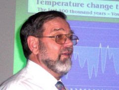 Prof. Robert M. Carter, geólogo da Universidade James Cook, Queensland, Austrália:
