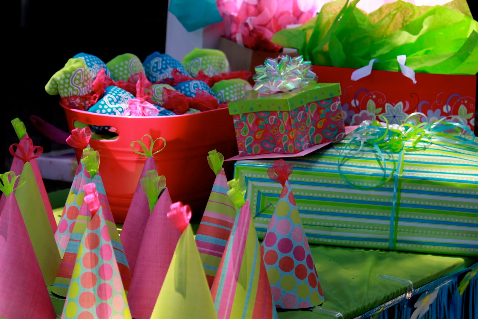 Birthday Party Ideas for Teens It's easy when the kids are young to figure out fun party themes, but as a tween or teen girl- ah it's so much harder! They still want parties but don't like the little kid stuff.