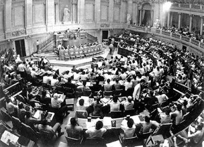 2+de+Abril+de+1976+-+Assembleia+Constituinte+aprova+a+nova+Constitui%C3%A7%C3%A3o+da+Rep%C3%BAblica.jpg