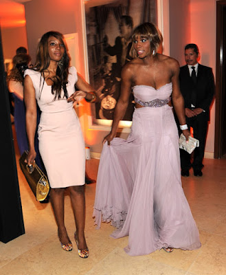 Black Tennis Pro's Serena Williams at 2010 Oscars with sister Lynn
