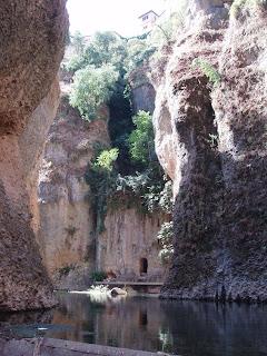 Salida de la casa del rey Moro, al río en la Mina de Agua de Ronda