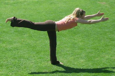 nice beautiful expressive extreme yoga poses  32 pics