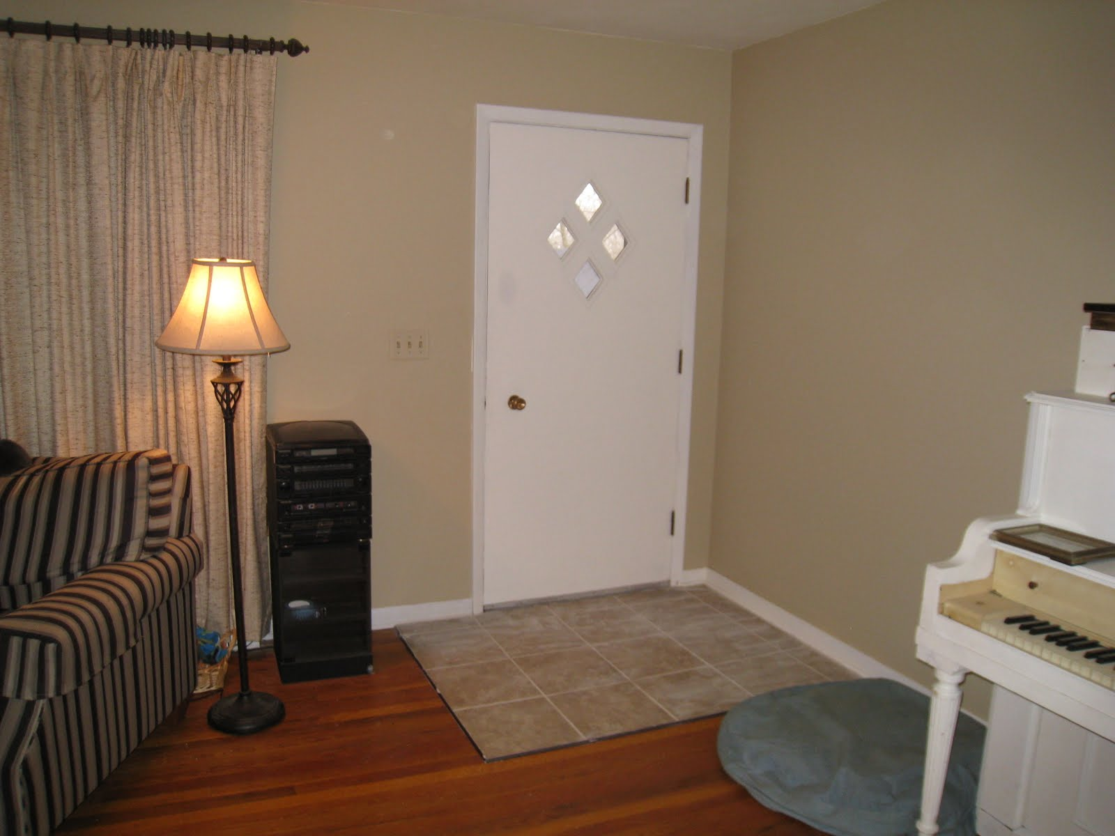 does home depot sell benjamin moore paint insured by laura. Black Bedroom Furniture Sets. Home Design Ideas