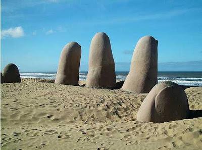 Escultura na praia brava, Punta del Este - Uruguai