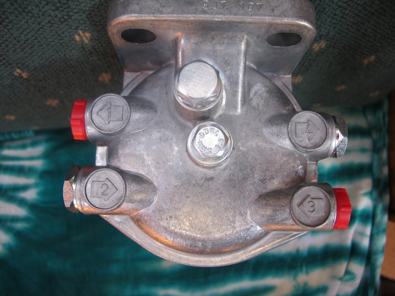 Ckd Boats Roy Mc Bride 22 11 09 29 Webb Fuel Filters Check Out The Top Cap And Closed Port On Left Sideit Leads To Central Which Will Feed Incoming Down Glass Bowlfrom Where It