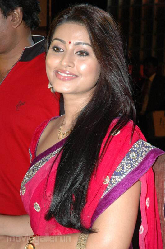 Sneha Cute In Saree Photos Sneha Latest Red Saree Stills New Movie Posters