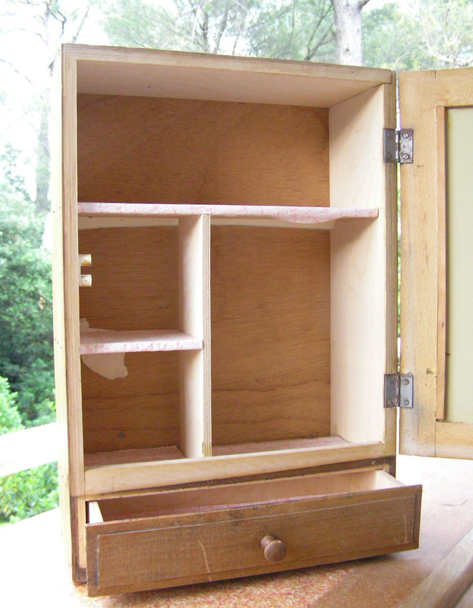 jaune moutarde armoire pharmacie. Black Bedroom Furniture Sets. Home Design Ideas