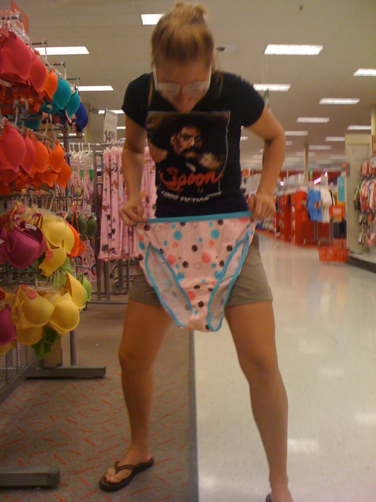 Cutie dancing in underwear porno