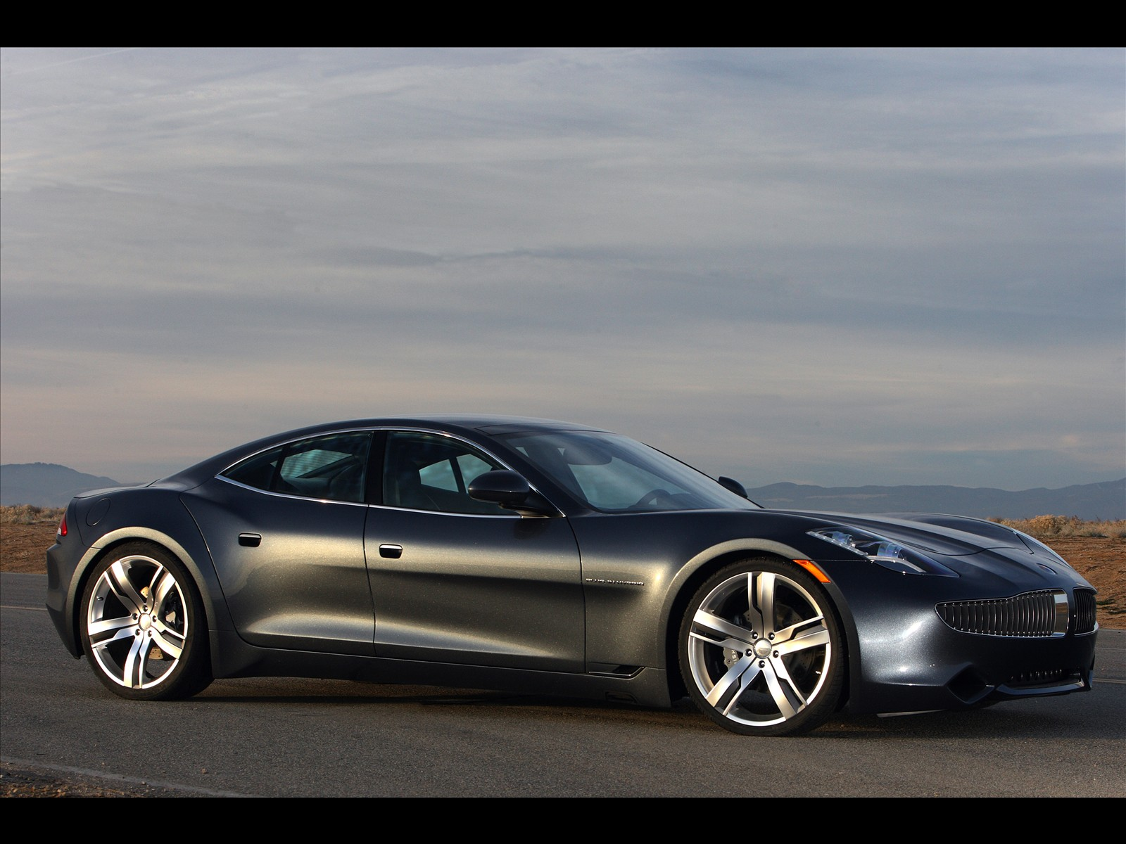 ultimate machines 2010 fisker karma. Black Bedroom Furniture Sets. Home Design Ideas