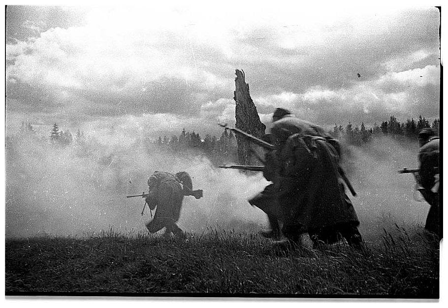 HISTORY IN IMAGES: Pictures Of War, History , WW2: The ...
