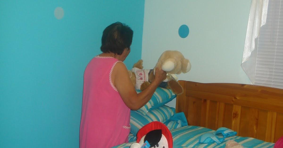 Gratos Momentos: Abuela en su Cuarto