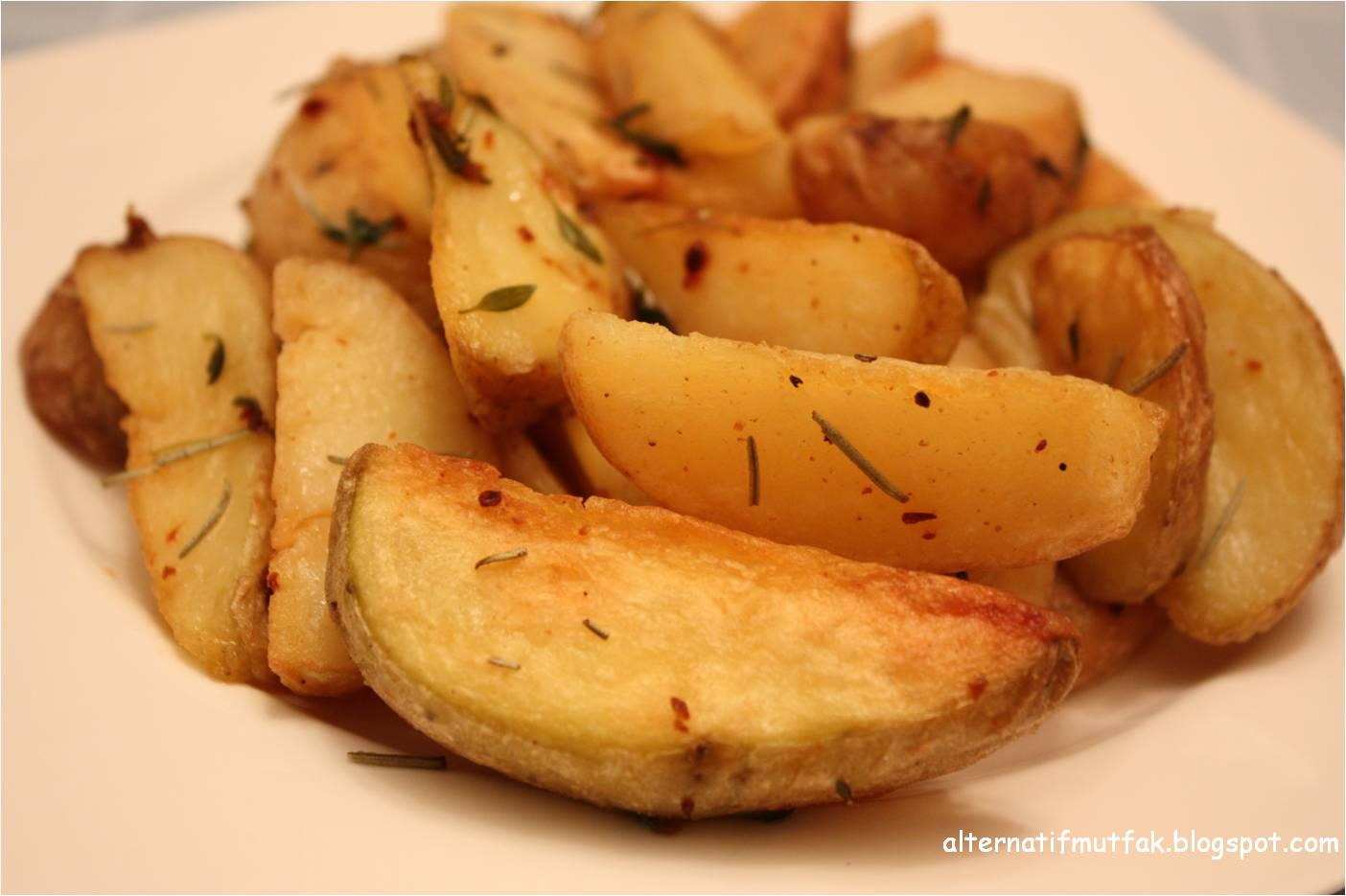 Fırında Elma Dilimli Patates (Taze Baharatlı)