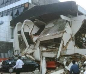 KUMPULAN FOTO Korban Padang Gempa 2009 Terbaru KORBAN Gempa Padang 2009 Sumatera Barat Indonesia