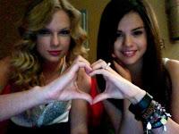 Meninas fazendo coração