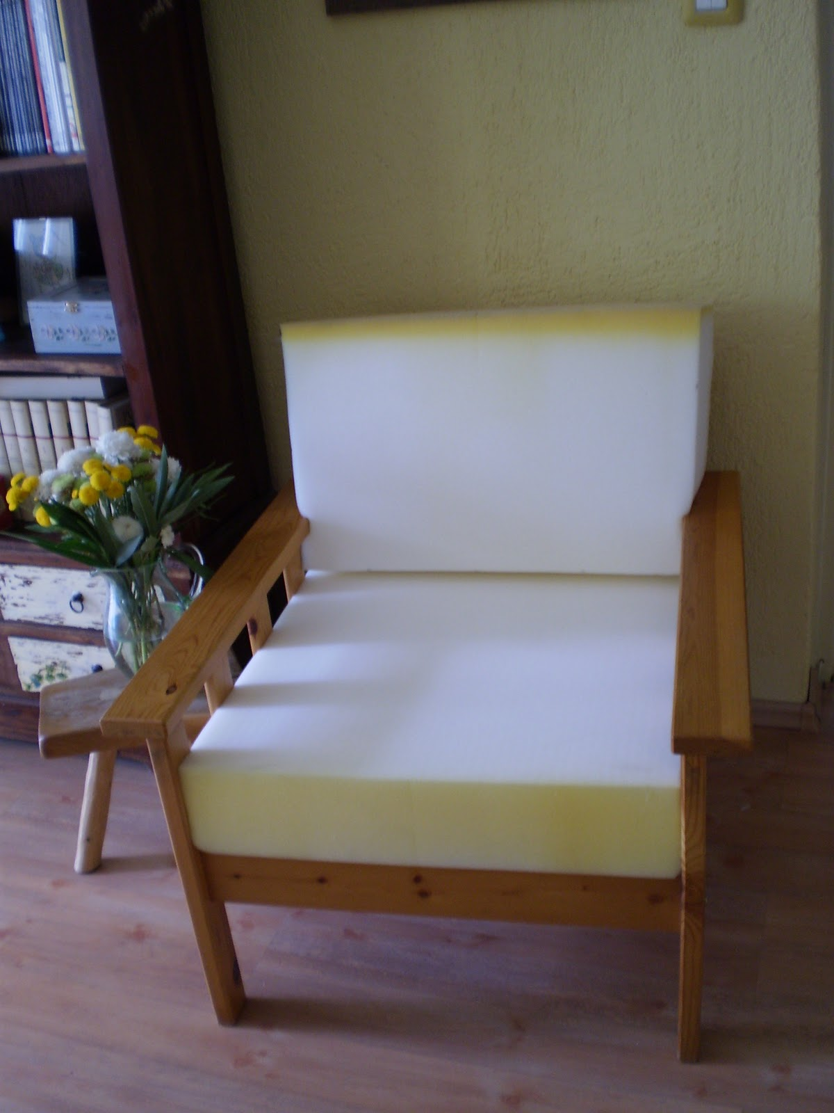 Living Room Arm Chair With Fsc Certified Wood Frame