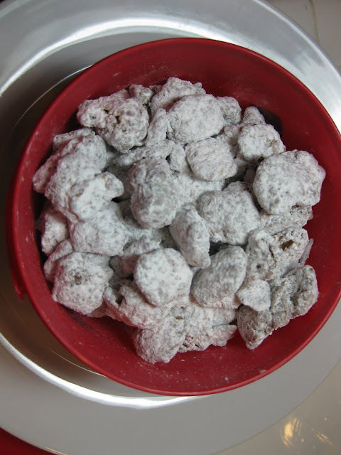 reindeer chow, cereal peanut butter chocolate powdered sugar