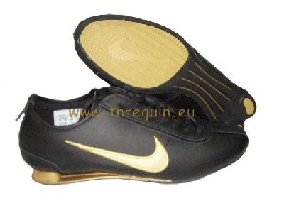 reputable site f740f c6790 Nike Shox R2 Joggjing Chaussure en Noir et Golden