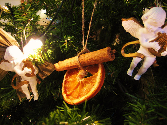Deck the Halls with Hand-Made Christmas Decorations!