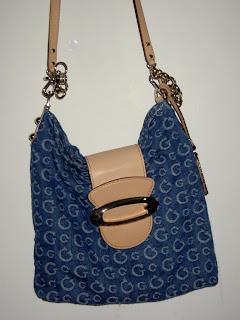 ShoPeRsHoPpY da WiZzY  GUESS Collection Series - Denim sling bag 926cf7498215d